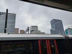 M52の終点、アムステルダム ザウド(南)にやってきました。 こちらは近代的な建物が多かったです。