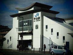 JR東福寺駅から再び奈良線で20分ほど、JR宇治駅に来ました。東福寺駅の次の稲荷駅(伏見稲荷)で大量に下車して(特に外国人多し)、そこからはすいてました。