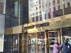 ティファニーの隣のトランプタワー。 中にお店があるから入ることも可能です。警備が厳しいけど。