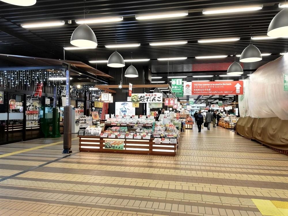 越後湯沢駅到着! 寒い!! 構内もやや寒い。  工事とかしていてちょっとテンション下がる。