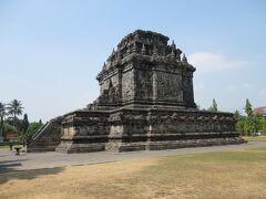 そして、ムンドゥ寺院へ。パオン寺院の数倍ある巨大な寺院。