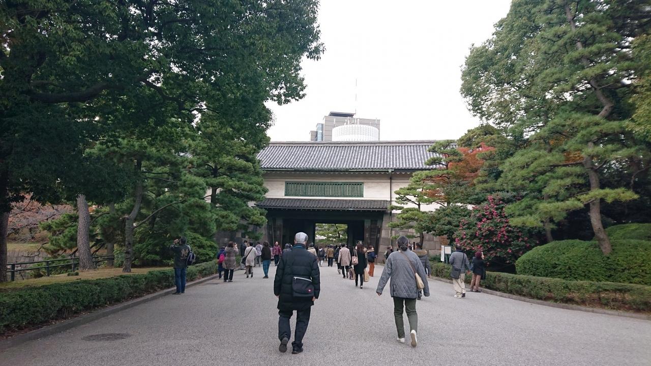 流石に歩き疲れた。 やっと「平川門」が見えてきて、ほっとした。