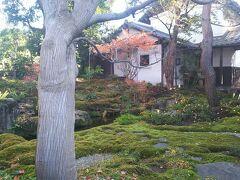 栗の木美術館の入口、素敵です。小布施は一般の家のお庭も開放してるんですよ。