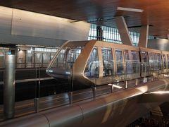 成田空港22:20に出てトランジットのドーハへ着いたのが3:50   とてつもなく大きい空港なので4時間程あるフライトまでは空港探検!  広いから空港の中に無人電車!!   ってカッコイー(; ・`д・´)  スケルトン!!  しかもしずか~に走る   未来かよ!