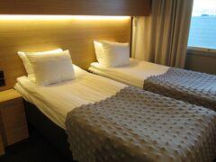 手配されたホテルにやっと到着した。この日は、ホテルで休むだけになりました。手続きやら、代替便の確認やらで、疲れたのでひと眠り。