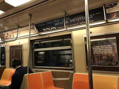 ホテルから少し歩いて、59丁目コロンバスサークル駅でAラインの地下鉄に乗車