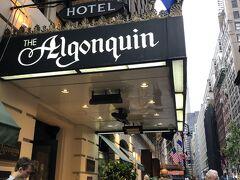 アルゴンキンホテル 老舗のホテルです。 ここには有名な猫のフロント係がいます。 代々雌猫はマチルダ、雄猫はハムレット 人気者だったマチルダちゃんが引退したあと 雄猫ハムレット君がフロントを任されているはずです。