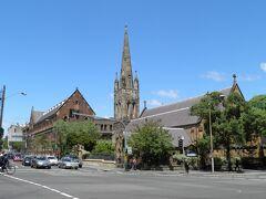 昨日は中まで入ったが、今日は素通りのSt Benedict's Catholic Church。