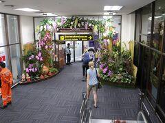 チェンライ空港到着! 小さい空港だけど、おしゃれだ。