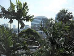 早朝に空港に着いて、まずアユタヤへの現地ツアー。 昼過ぎにバンコクに着き、ホテル、コンラッドレジデンスに到着。