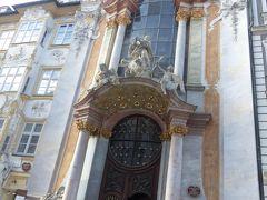 で、その店の前にあったアザム教会。  ちょっと入ってみます。