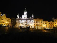 オタカル2世広場でひときわ立派な建物は市庁舎。