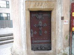 黒の塔の入り口には1553とあるので、1553年に建造されたのだろう。塔に登ることもできるのだが、月曜日は休館日だった。残念である(高所恐怖症なので元々登る気はなかったが)。