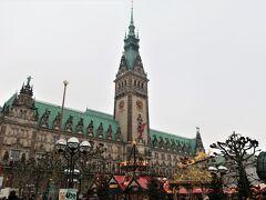 ■Roncalli's Historischer Weihnachtsmarkt テーマ:「歴史的なマルクト」  ハンブルク市庁舎前のクリスマスマーケット。メイン会場。  <開催期間> 2019/11/25 - 12/23  <開催時間> 日曜日 - 水曜日:11時 - 21時 金曜日 - 土曜日:11時 - 22時  <HP(ドイツ語)> http://www.hamburger-weihnachtsmarkt.com/