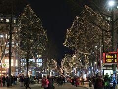 Mönckebergstr.(メンケベルク通り)  街路樹のイルミネーションも素敵。