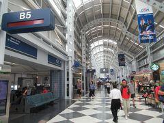 オヘヤ空港に戻ってきました。  3年前に利用した首都ワシントンDCのダレス国際空港とは全然 違います。たくさんお店もありますし賑やかです。