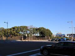 祝田橋を渡り皇居へ向かいます