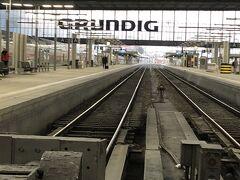 ホテルをチェックアウトして ミュンヘン中央駅 DBチケットはあらかじめDBサイトから ローテンブルグまで買ってありました ヨーロッパの駅って感じで だーと線路が並び 改札はなし