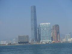 九龍側に見える高いビルには、リッツカールトンホテルが入ってます。