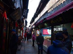 ★朱家角古鎮★ 細い路地の両側にレストランやお土産屋さんがぎっしり