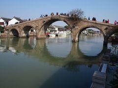 ★朱家角古鎮★ 放生橋 明の時代に架けられ、清の時代に修復された放生橋 昔はこの橋の下ので魚捕りが禁止されていて、放流のみが許されていたというのがこの橋の名前の由来です