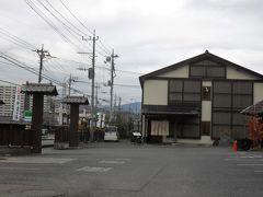 かわらホテル。市街地にあって木造2階建て。一見して普通の家みたいなので、見つけにくかった。