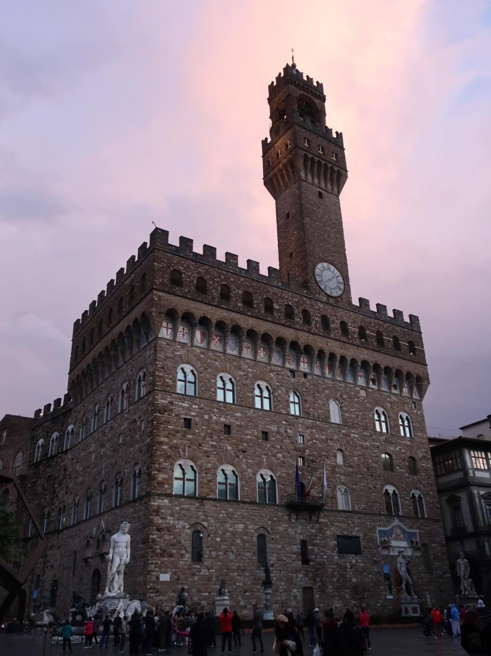 ヴェッキオ宮も夕景に美しい建物です。