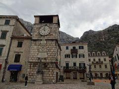 オルジャ広場の前にある時計塔