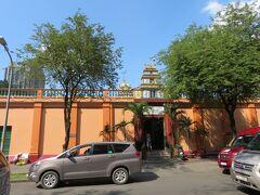 ヒンドゥー教寺院の「スリ タンディ ユッタ パニ」。