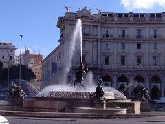 共和国広場の噴水 この日は一番お天気がよかった。
