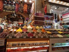 """もう一つが""""エジプシャンバザール""""  スパイスマーケット   こっちはどの店もスパイス!!  たまにお菓子   筆者はこだわった料理をするタイプでもないので  こちらも見るだけ"""
