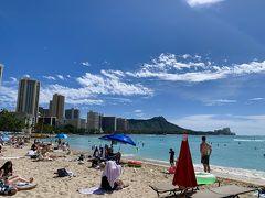 シェラトンを普通に通過して~~ (現在もビーチ側の通路は使えませんから、シェラトンインフィニティプールを横切る。これは誰でもOKですからね)  カハロア&ウルコウ・ビーチ(Royal Hawaiian Beach) 名前が有ります~~立派な名前がね