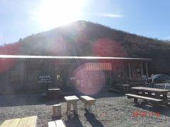 鳥居峠からは赤城山が見えます。 赤城山は主峰の黒檜山をはじめとする複数の外輪山の総称で、 この山は地蔵岳です。