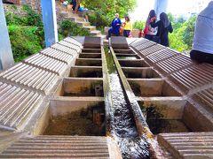 オヤジはスペイン・モスクの丘には登らず、付近を散策。  ここは「ラス・エル・マの泉」から湧き出した清流を引き込んだ洗濯場。