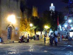 で……「ウタ・エル・ハマム広場」にも夜のとばりが降り、賑やかな民族音楽が始まると……