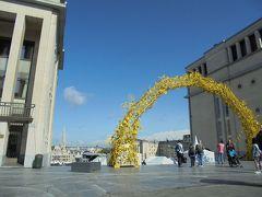 この見晴らし素敵!みんな写真撮ってる。 黄色いゲートが自転車で作られてるみたい。