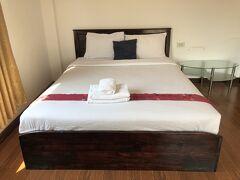 パクセーでは、夜行バスの出発まで5~6時間ある為ホテルを取りました。 大きな荷物を置いて食事に行けるし、シャワーも浴びられて静かな部屋でゆっくり休めるので。
