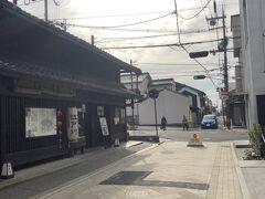 ウナギ料理のお店江戸川ならまち店まで来たら商店街もここで終わり 前のならまち大通りを渡ってならまちに入ります