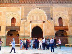 壁一面がモザイク装飾されてますが、よくよく見ると模様のように見えるのはアラビア文字。それにしても精密細工です。