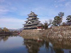 国宝松本城  堀の手前から見る松本城の黒い天守閣は非常に素晴らしい!