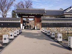 国宝松本城の内部へ入っていきます。