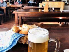 黒ビールもいただいた。 日本人のツアー客も入ってきた。