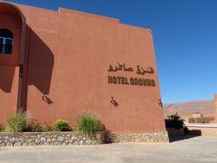 で12:30、ティネリールの小高い丘にある「オテル ザグロ」(Hotel Saghro)で昼食タイムです。