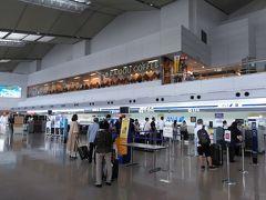 ●新潟空港  今回も帰りはピーチを利用します。 全日空などの立派なカウンターではなく、小さな自動チェックイン機で、チェックインを済ませます。