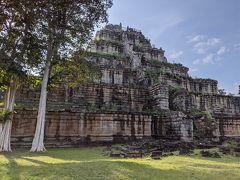 7段ピラミッド型寺院のプラサットトム。