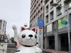 塩?結埔站の前を通ります。 近くでホームレスの人達を見かけました。 台湾にもいるんですね・・。
