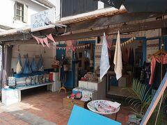 まずは街なかのお店から。 あらかじめガイドブックで調べたところや見かけてふらいと入ったお店など。  【Passa Paa】 布製品のお店。 モダンなデザインも多くて、普通に日本でも使えそうなオシャレなバッグやポーチが売られていました。 持ち手に本革が使われているものが多かったです。