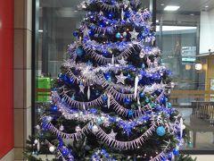 このツリーは本日、熊本駅から新幹線に乗って博多へ移動する際の熊本駅のクリスマスツリーです