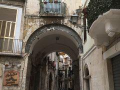 迷路のような旧市街は地図を見ながら歩くのは無理です。
