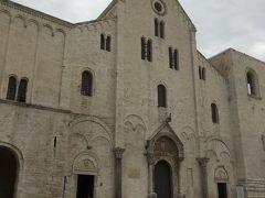 サン二コラ聖堂もお昼休みの時間なのですが、偶然開いていました。